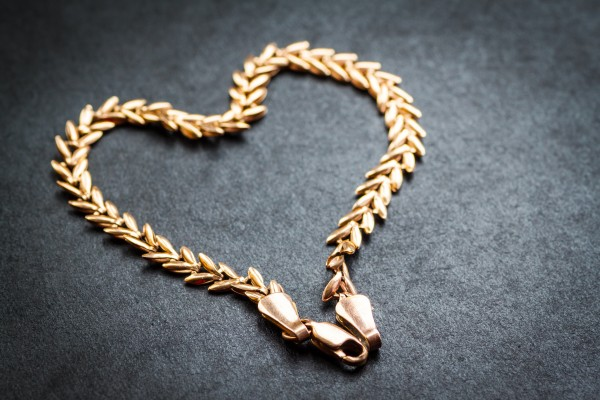 How To Clean Gold Jewelry With Baking Soda And Vinegar Aurablaze