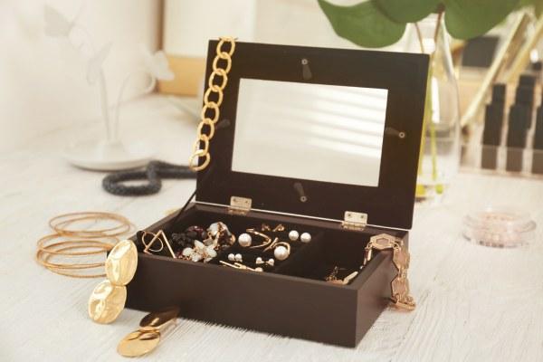 jewelery-box-with-mirror